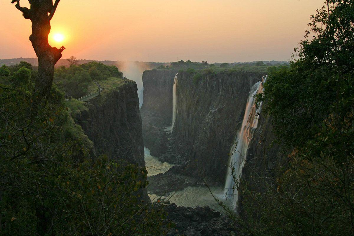 Victoria Falls Pictures, Photos, Image & Facts -