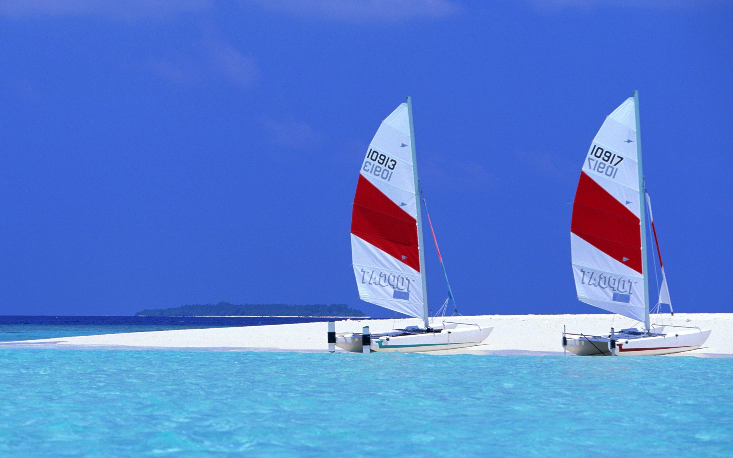 Sailing Boats on Exotic Beach wallpapers