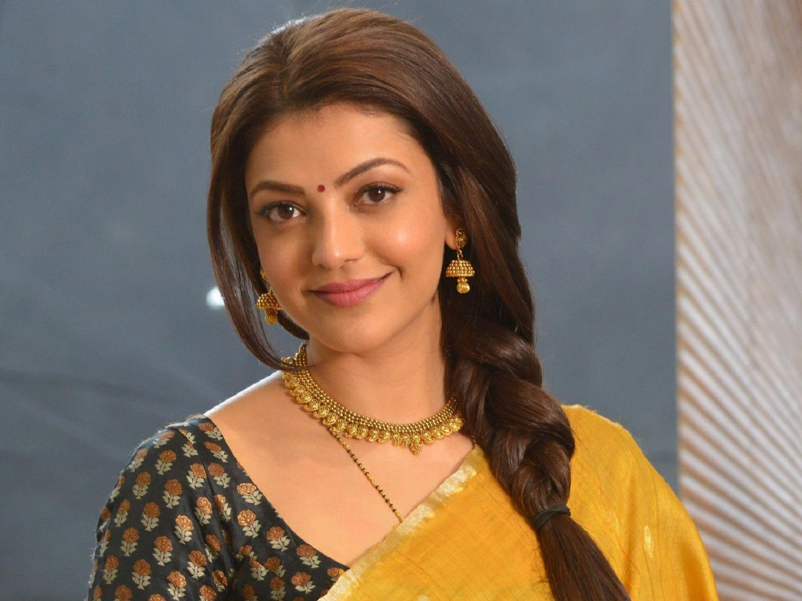 Actress Kajal Agarwal Gorgeous In Saree Latest Hd Wallpapers
