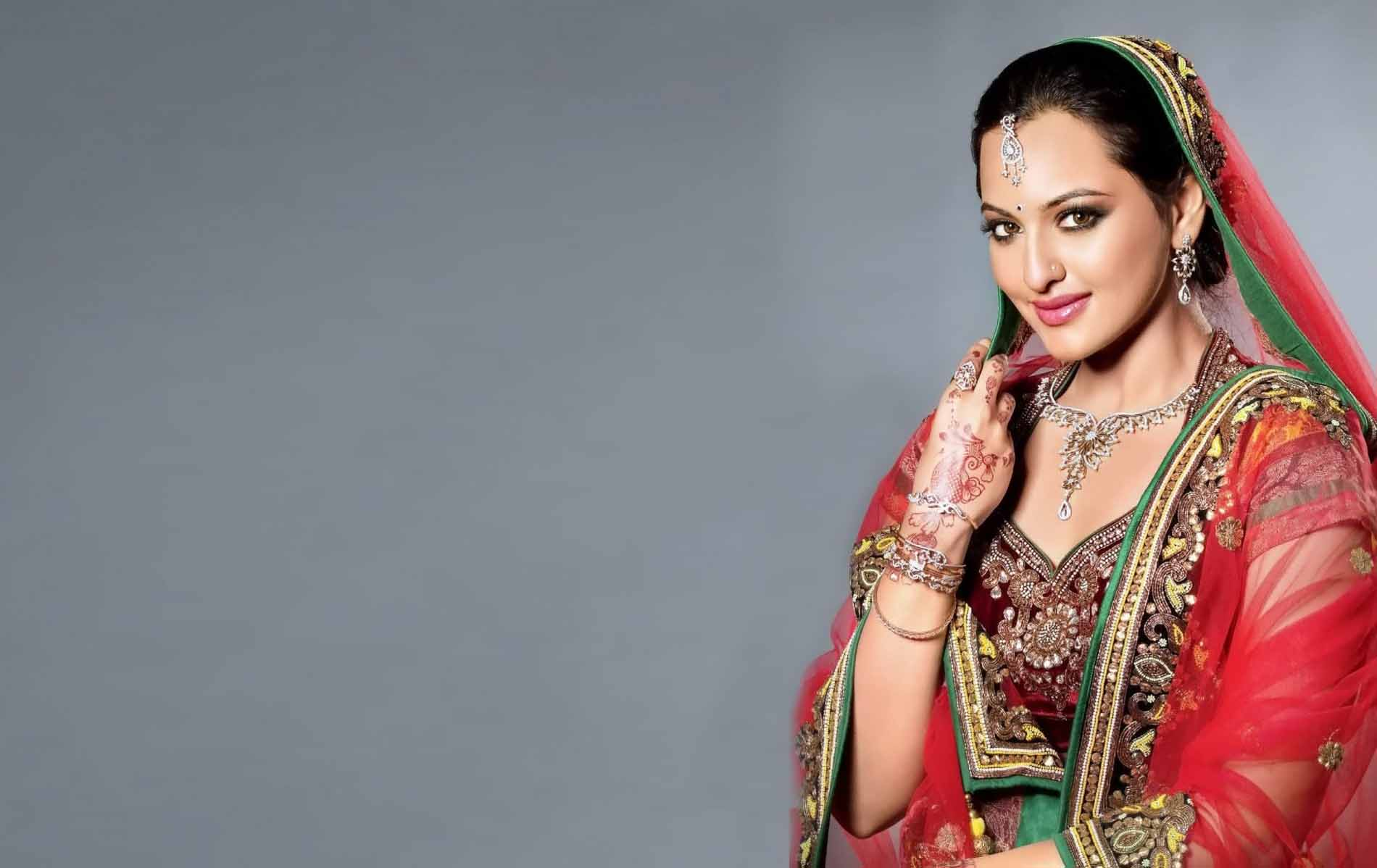 48+] Saree Actress HD Wallpapers 1080p