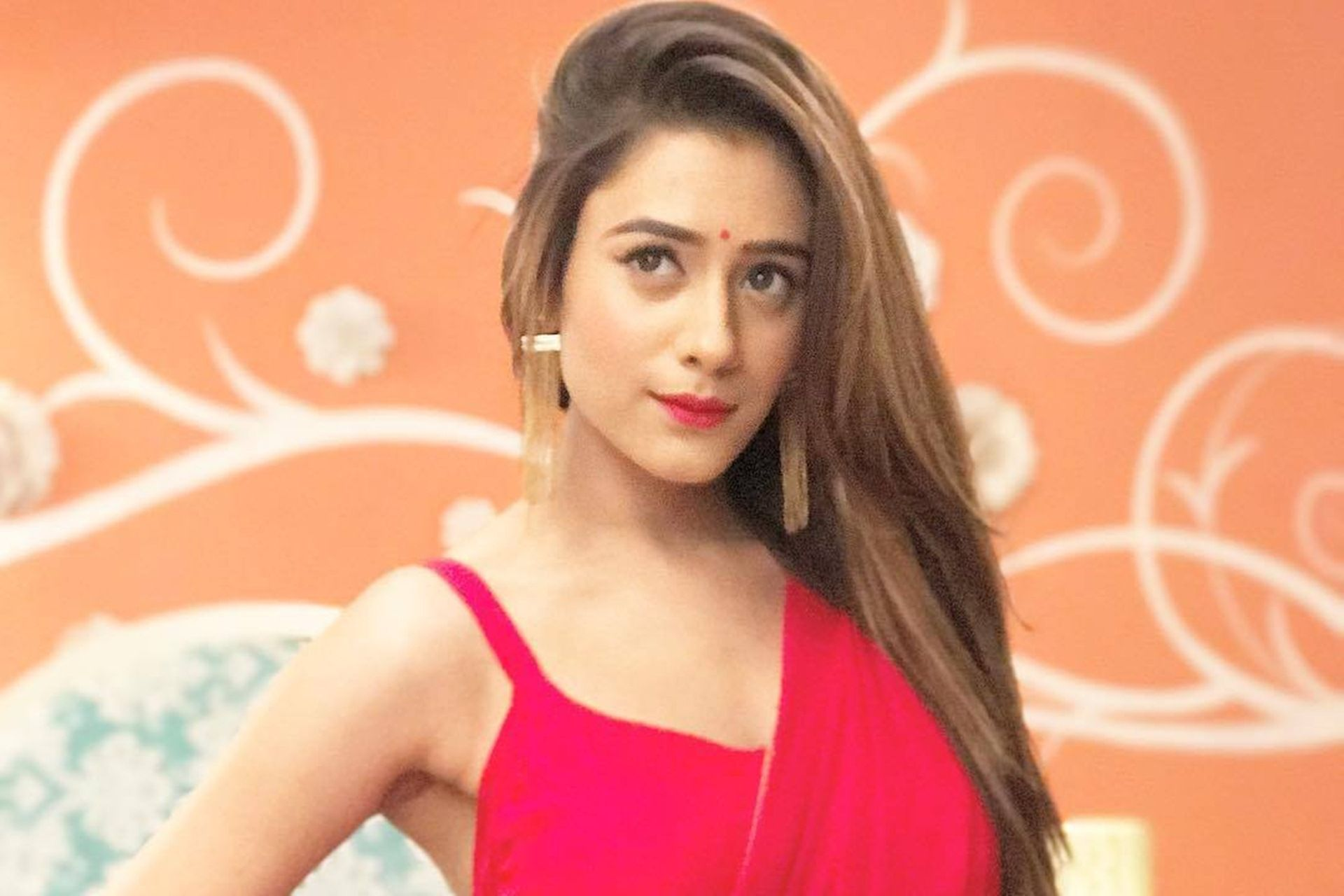 Hiba Nawab in Red Saree Wallpapers 36439