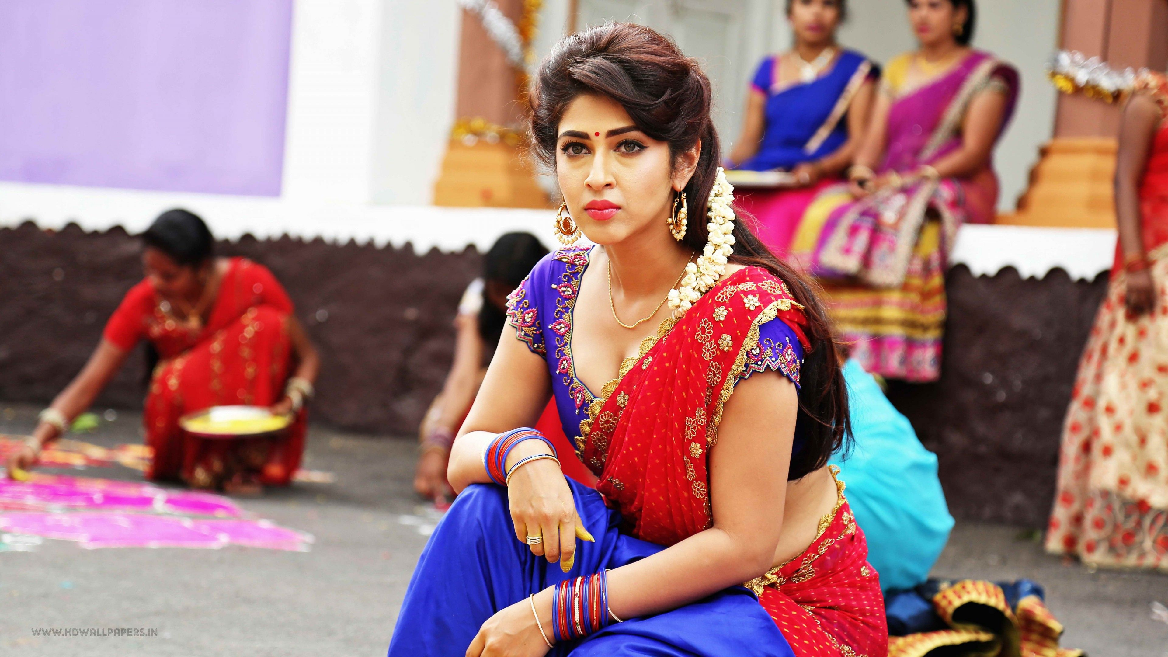 Sonarika Bhadoria in Saree Wallpapers