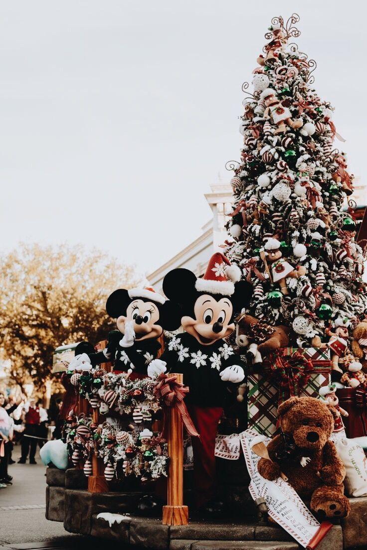 Mickey Mouse Christmas Aesthetic Wallpapers - Wallpaper Cave