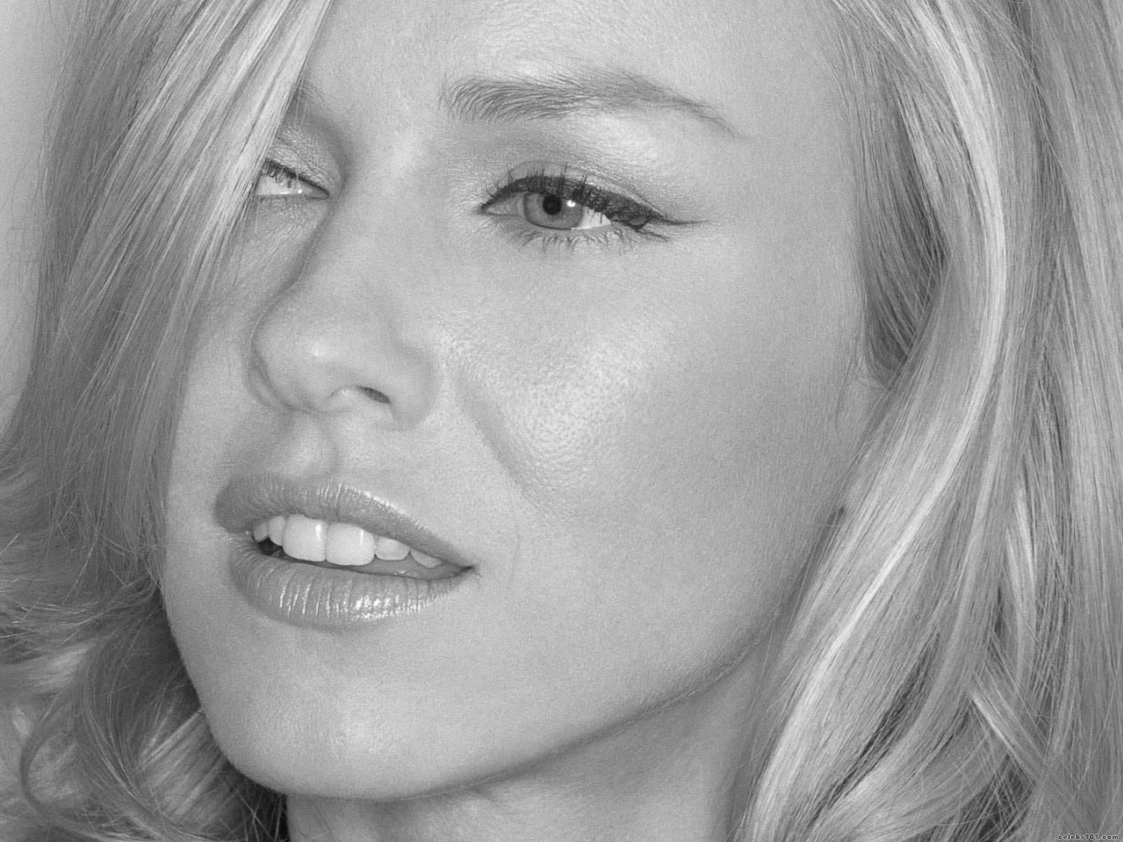 Diary Directory Actor: Naomi Watts - Wallpaper Actress