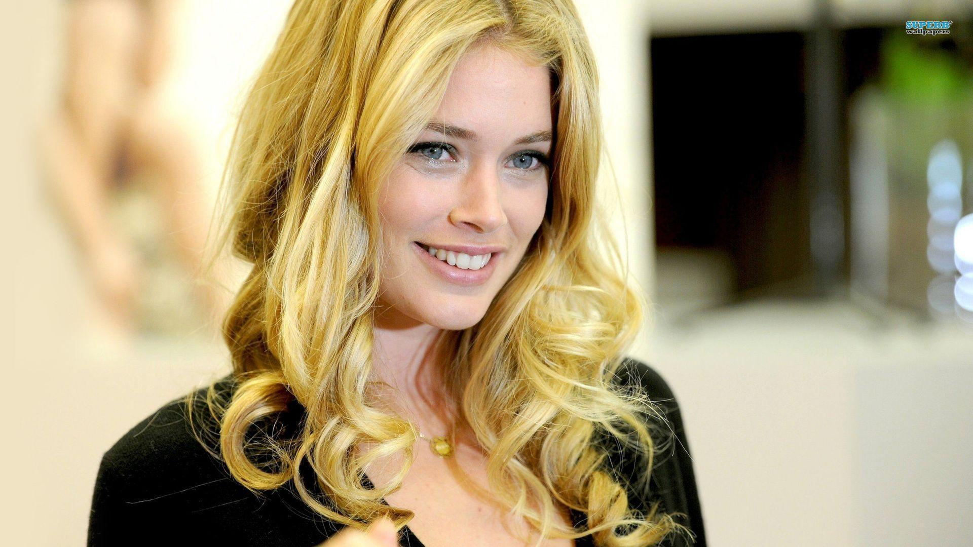 Images For > Doutzen Kroes Wallpaper