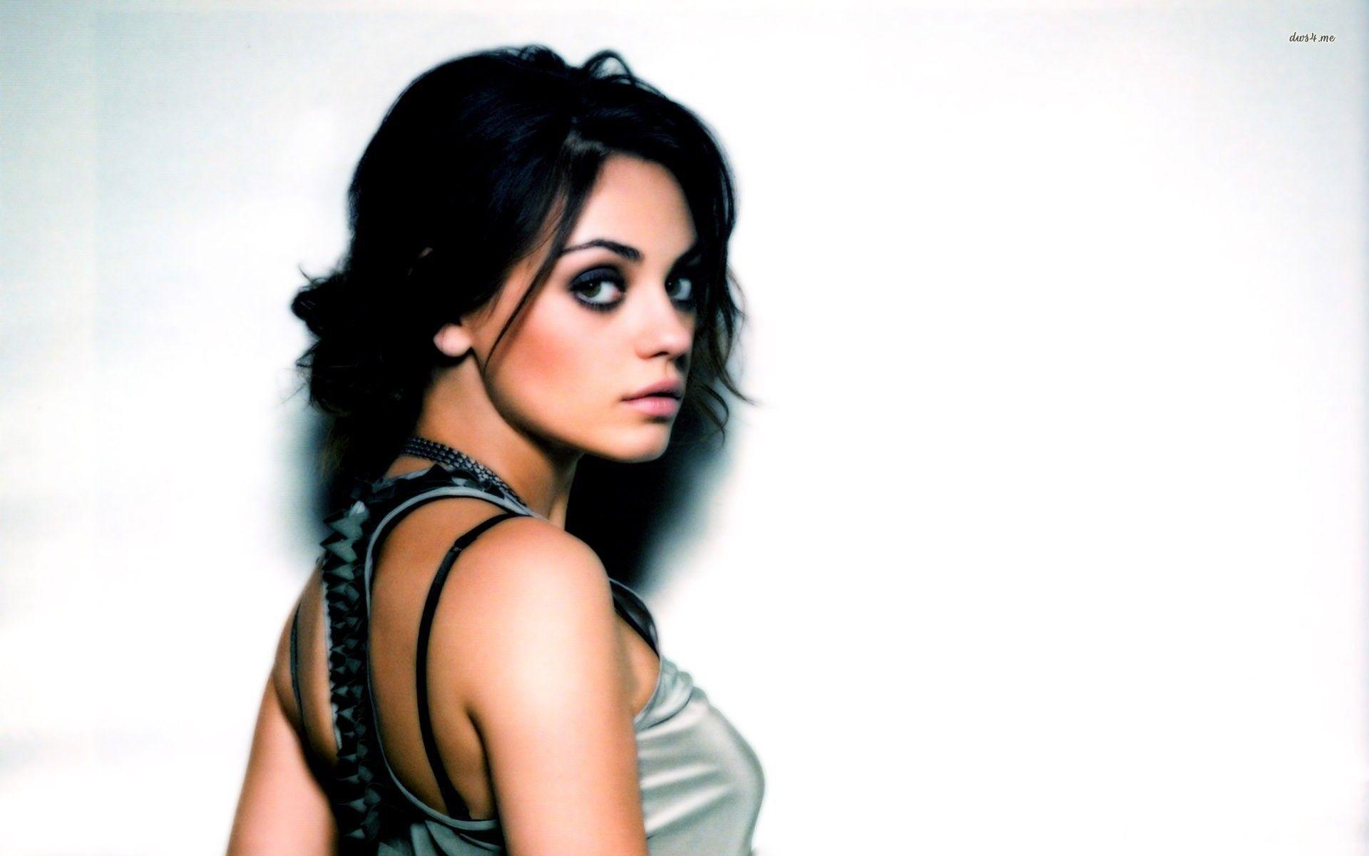 Mila Kunis Wallpaper 35 Backgrounds | Wallruru.com