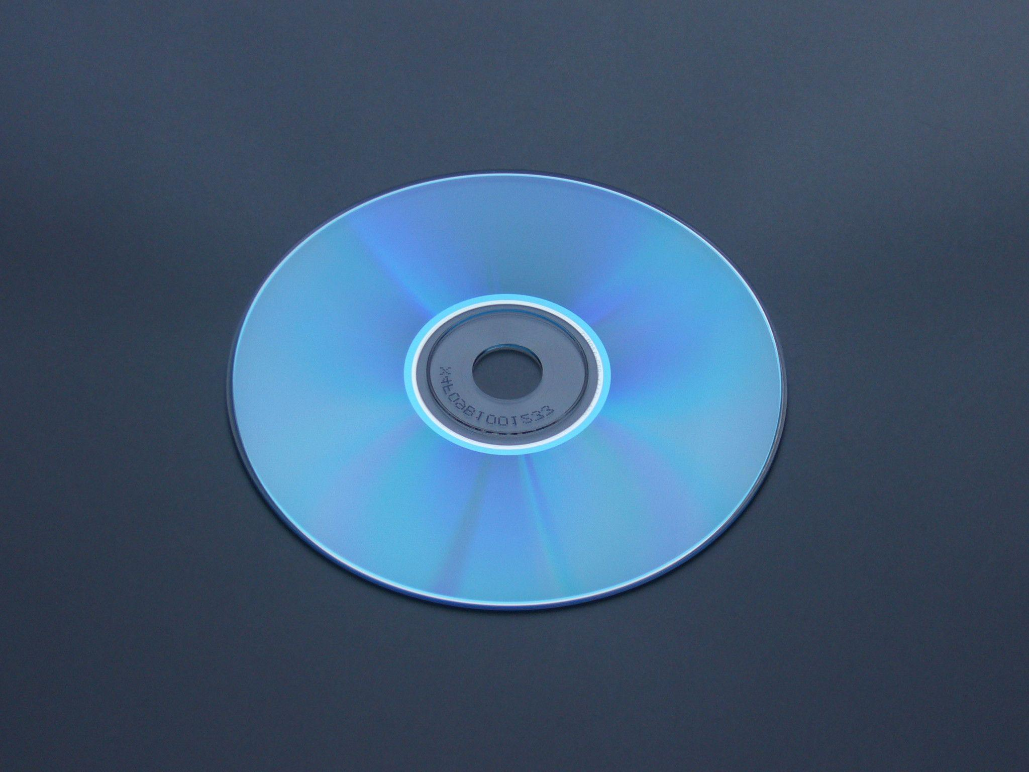 the features of the technology of compact discs Compact disc (cd), a small plastic disc used for the storage of digital data as originally developed for audio systems, the sound signal is sampled at a rate of 44,100 times a second, then each sample is measured and digitally encoded on the 4 3⁄4 in (12 cm) disc as a series of microscopic.